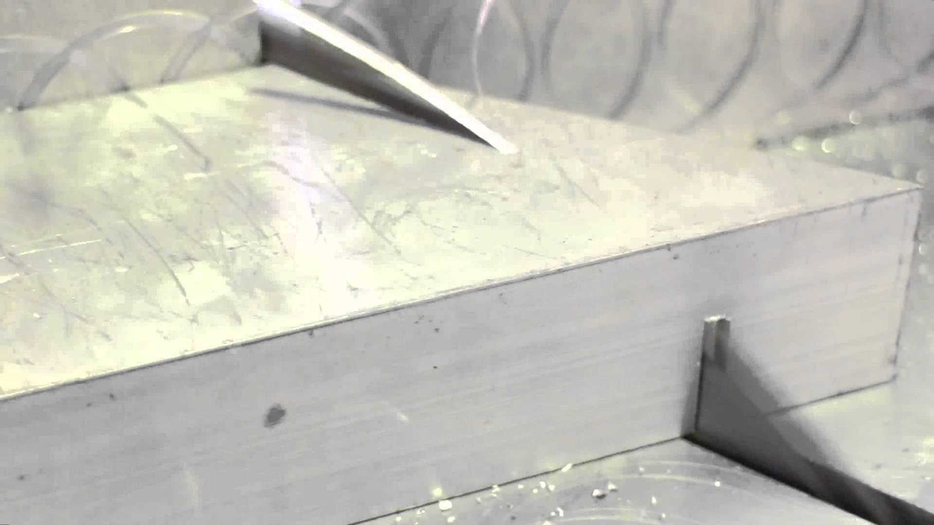 Machine de découpe en profilé en aluminium